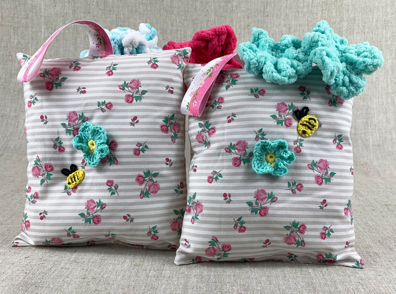 Baby towel set with friendly bees Chic baby bath time towels.   Etsy   baby bath...