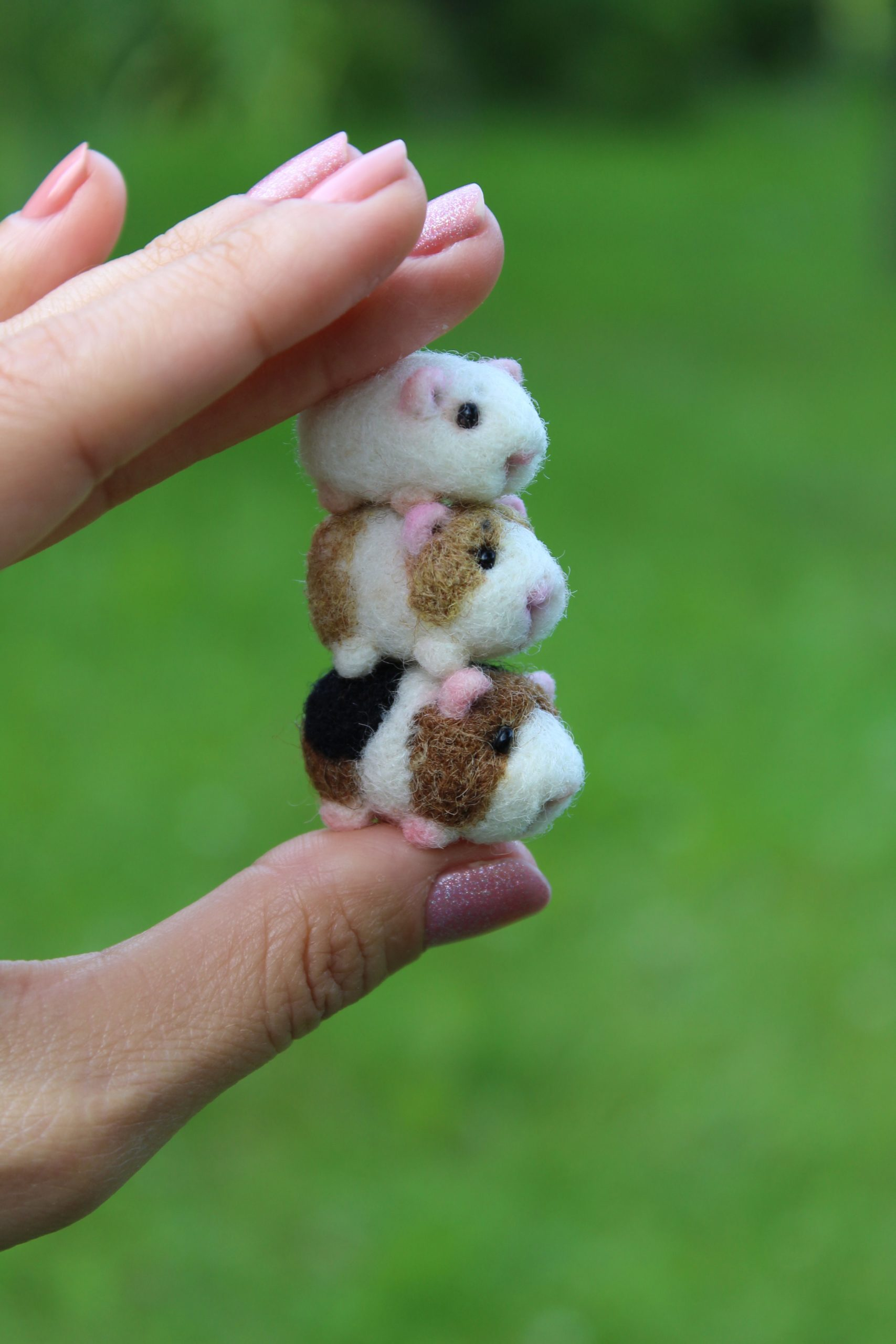 Felted Guinea pig miniature for dollhouse #feltedwoolcrafts Needle felted tiny G...