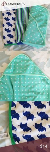 Set consisting of (1) baby hooded towels and (2) bath towels. Set consisting of ...